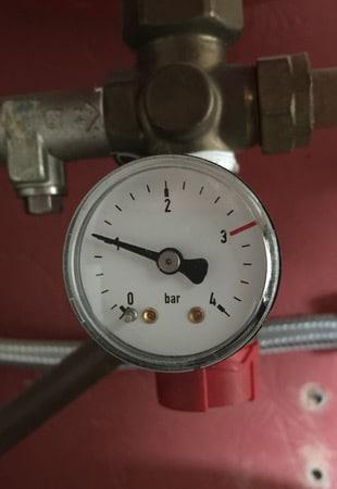 Sealed system gauge on a separate expansion vessel